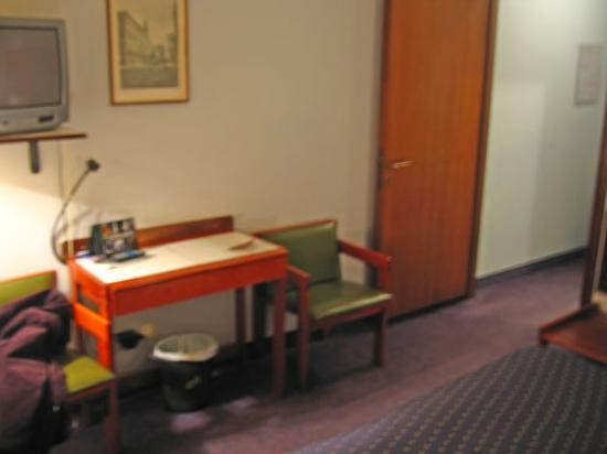 Hotel Al Cason : Another view of bedroom.  Entryway and bathroom are to the right.