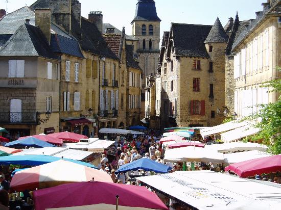 La Verperie : Sarlat on market day