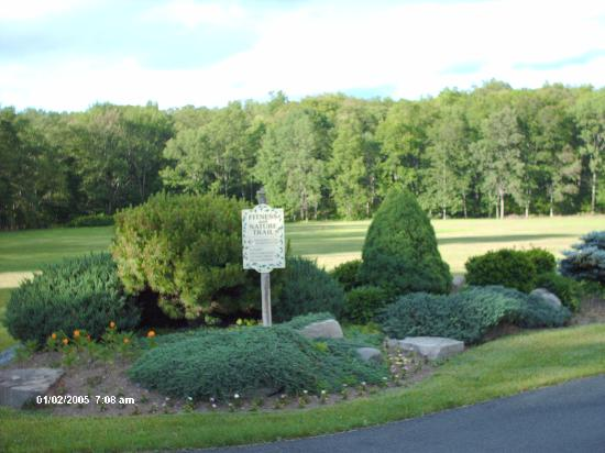 Crescent Lodge & Country Inn: Grounds2