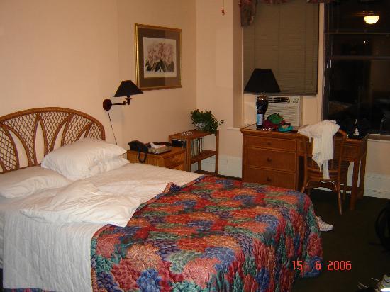Larchmont Hotel: Room