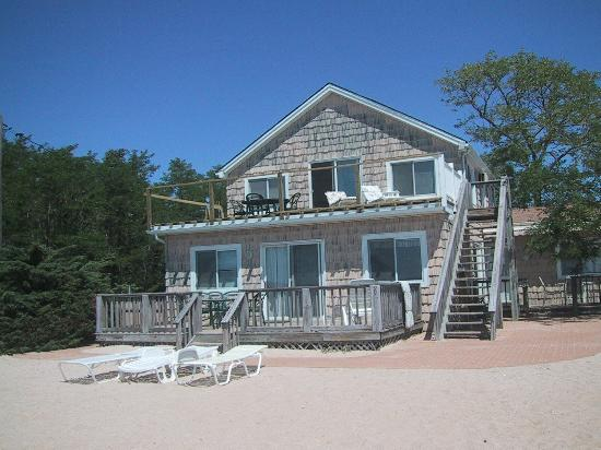 South Jamesport, NY: Second Floor Waterfront Apartment