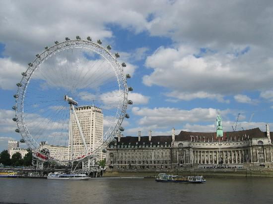 Londres, UK: London Eye and County Hall, London