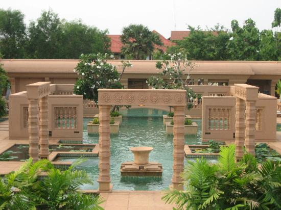 Le Meridien Angkor: The pool, and architectural mouth dropper
