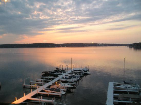 Geneva Inn: Sunset View from Restaurant