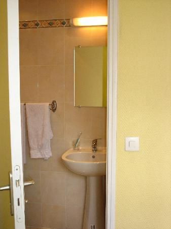 Hotel Mary's Republique: Bathroom - renovated