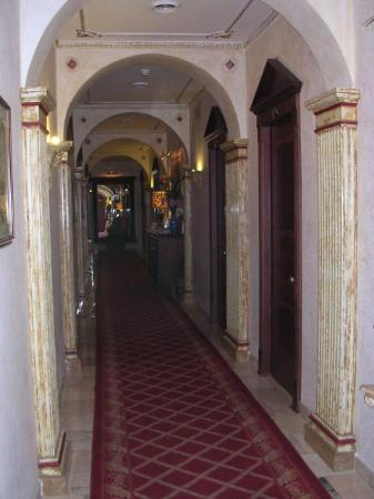 Hotel Manfredi Suite in Rome: Hallway
