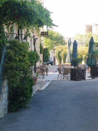 Hotel Crillon le Brave: Entrance