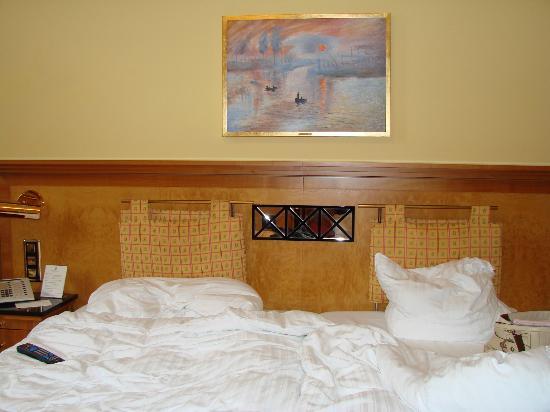 Fairmont Le Montreux Palace: Room