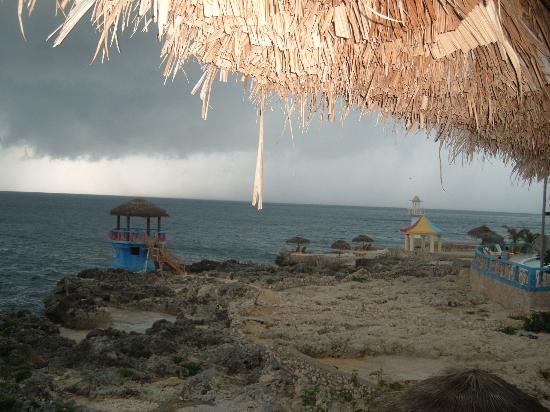 Negril Escape Resort & Spa: Passing Storm from my Room