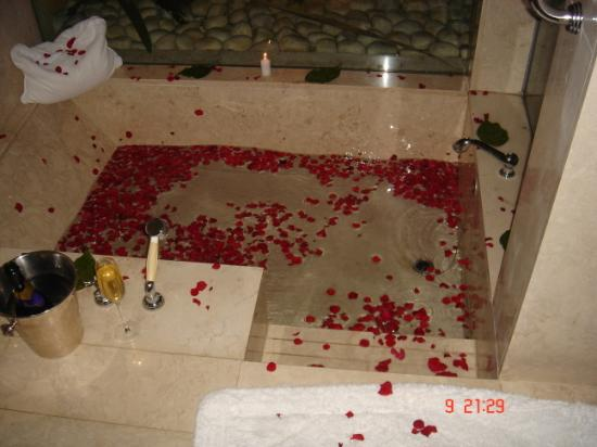 The Oberoi, Mauritius: sunken marble bath