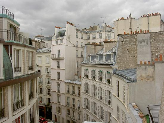 Hotel Arvor Saint Georges : View of the Street from our Room