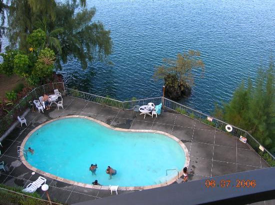 Country Club Hawaii Condo Hotel: pool from balc.