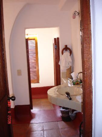 La Quinta Troppo: A peak into the bathroom of the 2nd room...