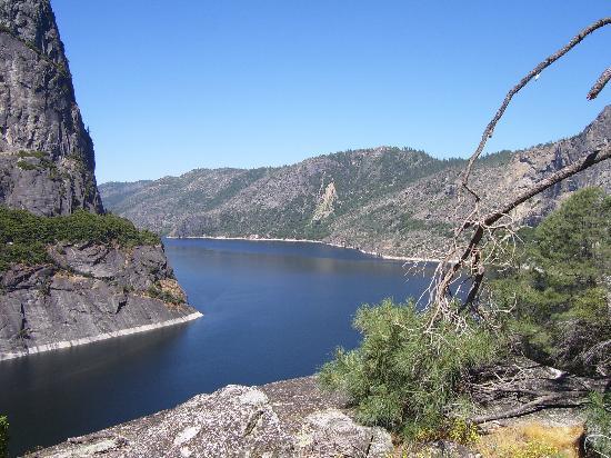 Hetch Hetchy Reservoir: Hetch as viewed from north (Dam is just around that huge rock)
