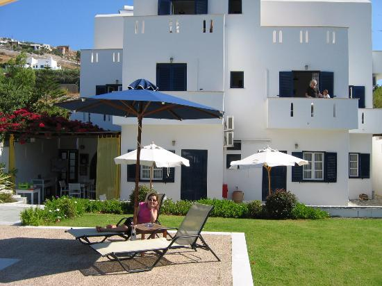 Roses Beach Hotel: the hotel
