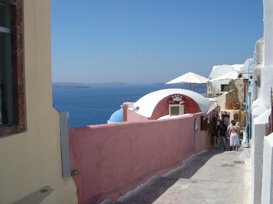 Uranos Traditional Houses: Oia