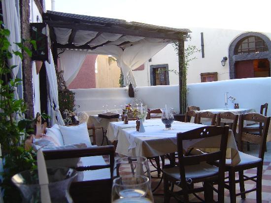 Uranos Traditional Houses: Our special Oia restaurant