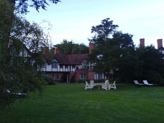 Hotel L'Auberge: Inner garden