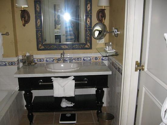 Green Valley Ranch Resort and Spa: The bathroom