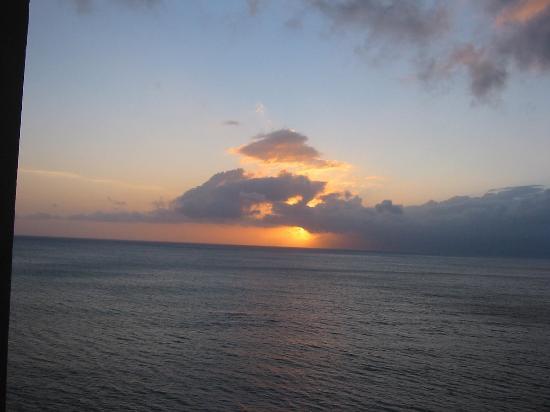 Valley Isle Resort: Sunset from the lanai