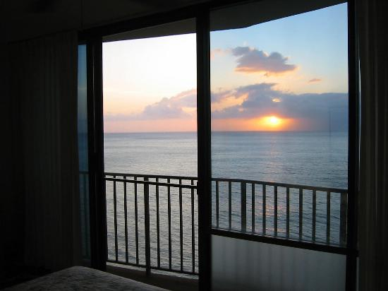 Valley Isle Resort: Sunset from Bedroom