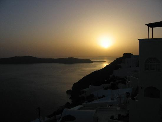 Villa Ilias Caldera Hotel: Sunset from the pool area