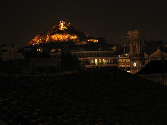 Adrian Hotel: Garden (street) night view