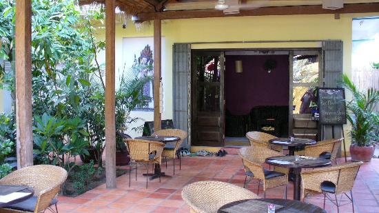 The Villa Siem Reap: The courtyard restaurant