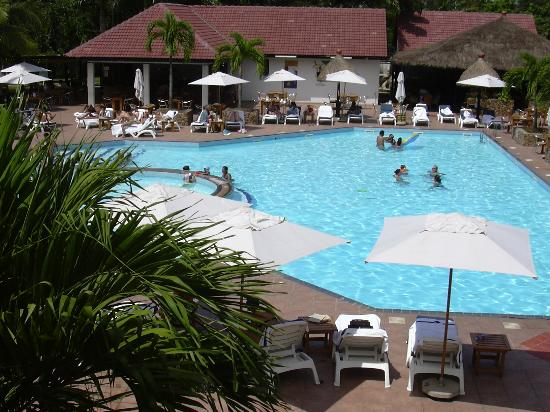 Golden Tulip Accra: Swimming pool