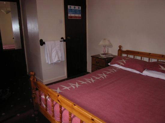 The Yacht Inn: Bedroom - the uncomfortable bed