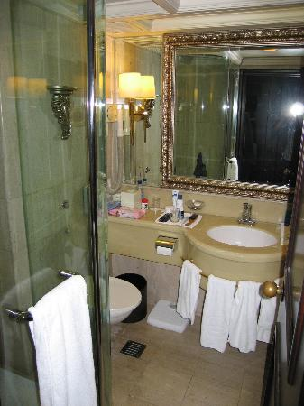 The Langham, Hong Kong: Bathroom