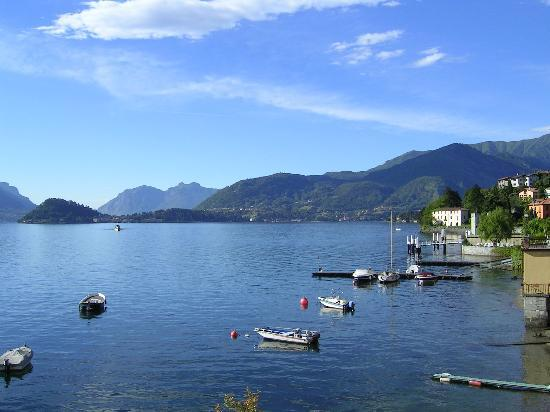 Menaggio, Italia: Stunning lake side view