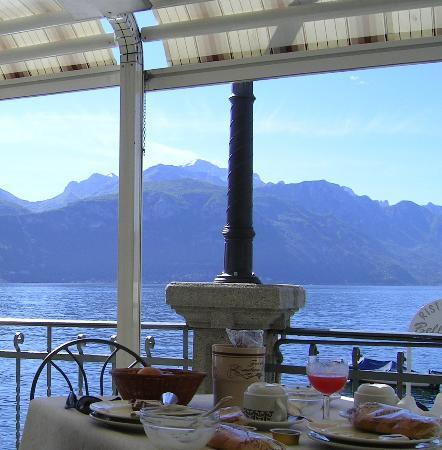 Hotel Bellavista: Breakfast on the lakeside terrace
