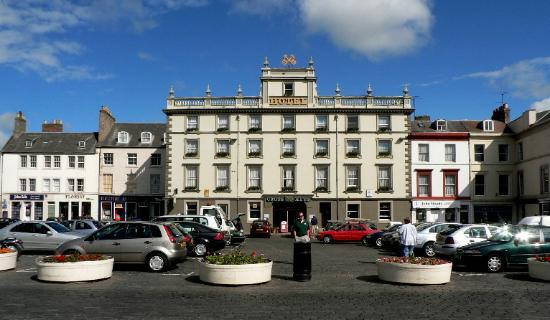 Kelso, UK: Cross Key Hotel from the Square