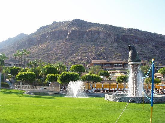 The Phoenician, Scottsdale : Near spa looking back