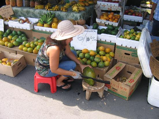 Kona Coast Resort: Local farmers' market in Kailua.