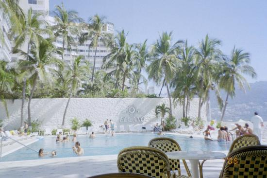 Elcano Hotel: View of the pool