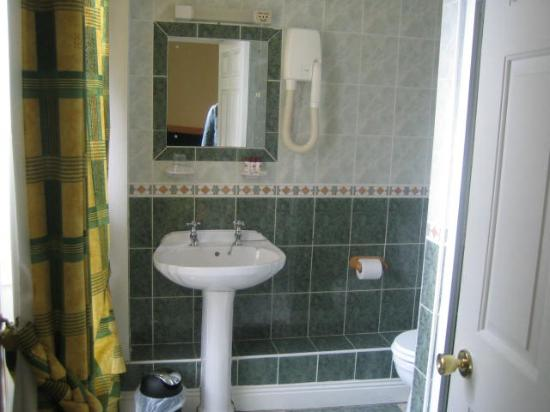 Nice sized Bath with a window!