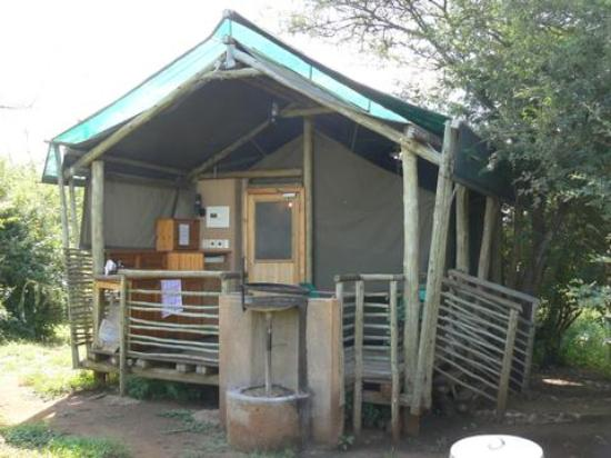 ‪‪Lower Sabie Restcamp‬: Outside View of Safari Tent‬