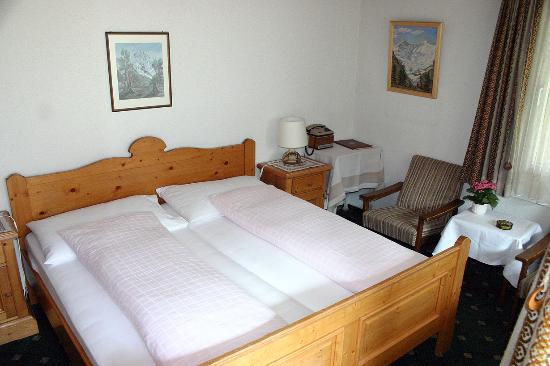 Hotel Gletschergarten: Typical guest room