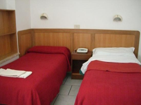 Fraterna Domus: Room