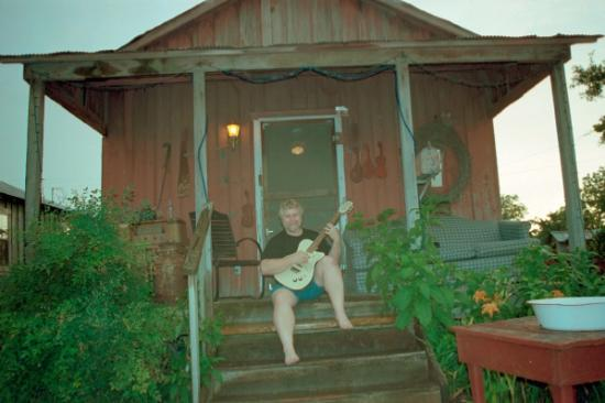 Mississippi: Chillin' on the porch - Shake Up Inn