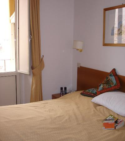 Hotel Pomezia: Bedroom