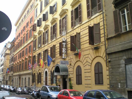 Hotel Virgilio: view from the street