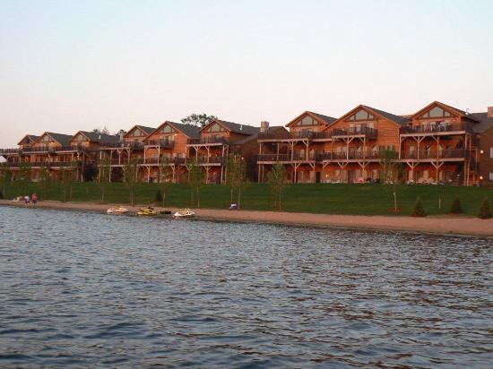Northern Bay Resort: photo of condos from boat