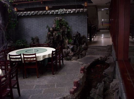New Li River Hotel (Pantao Road) : In the courtyard of the Li River Hotel