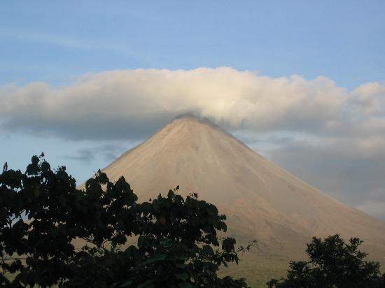 Lost Iguana Resort & Spa: Mount Arenal from Celebrity Suite
