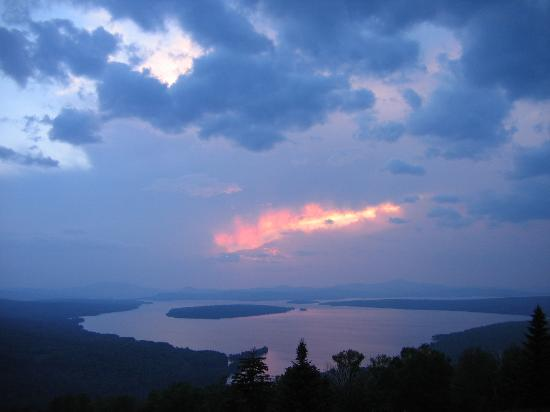 Rangeley, Мэн: a cloudy sunset at height of land