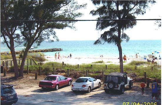 Bird's Nest Apts: view of the beach