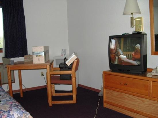 Americas Best Value Inn Brainerd : big TV, table and chairs, micro, fridge